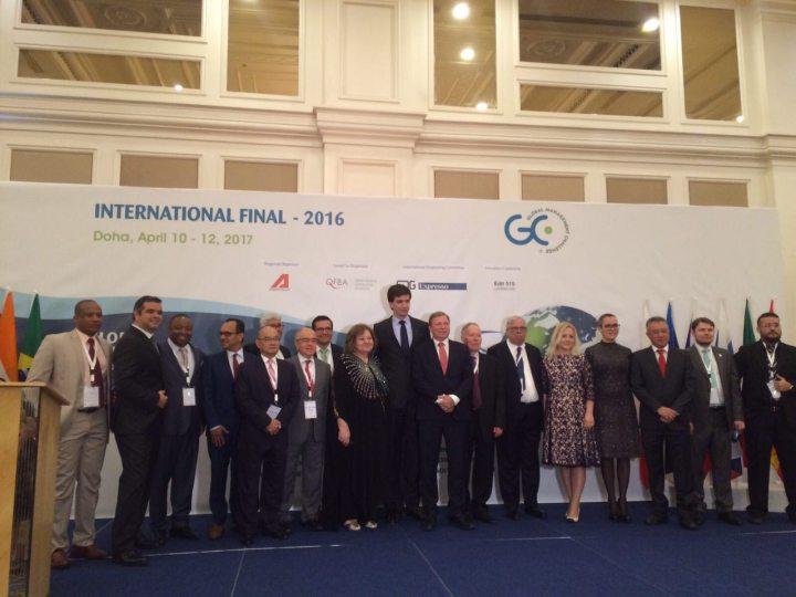 Representantes de la competición junto a partners internacionales. En el centro, Alejandro Segura, Director para España de GMC