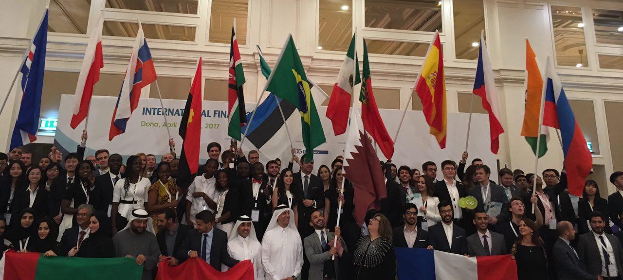 Los representantes internacionales tras la Cena de Gala de la Final Internacional